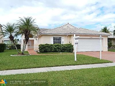 Pembroke Pines Single Family Home For Sale: 18825 NW 1st St