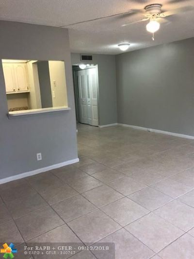 Deerfield Beach Condo/Townhouse For Sale: 1009 Berkshire A #1009