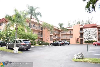 Margate Condo/Townhouse For Sale: 3040 Holiday Springs Blvd #312