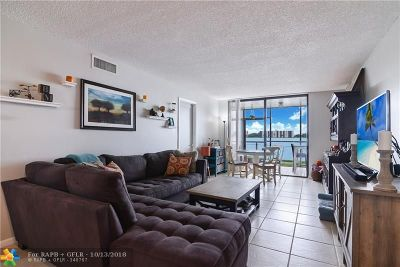 Oakland Park Condo/Townhouse For Sale: 113 Lake Emerald Dr #109