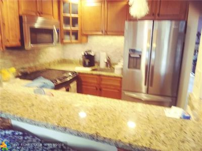 Deerfield Beach Condo/Townhouse For Sale: 93 Ventnor E #93