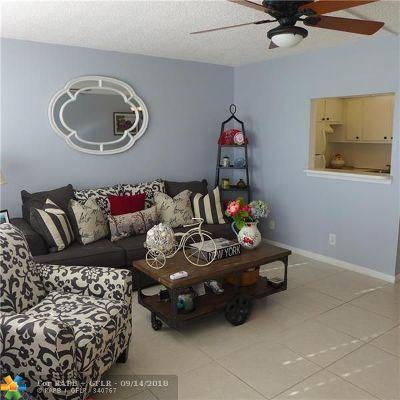 Deerfield Beach Condo/Townhouse For Sale: 4006 Berkshire A #4006