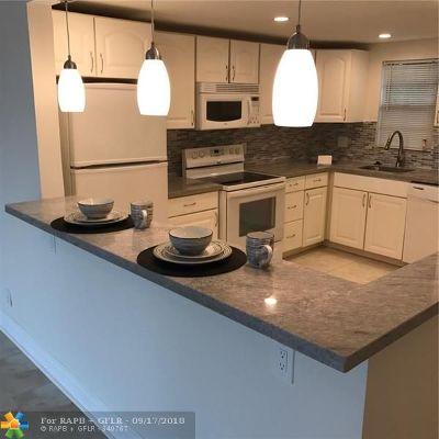 Deerfield Beach Condo/Townhouse For Sale: 2440 Deer Creek C C Blvd #209C