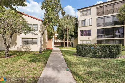 Pompano Beach Condo/Townhouse For Sale: 2302 S Cypress Bend Dr #206
