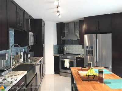 Boca Raton Condo/Townhouse For Sale: 23024 Oxford Pl #D