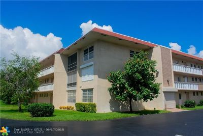 Oakland Park Condo/Townhouse For Sale: 4025 N Federal Hwy #315A