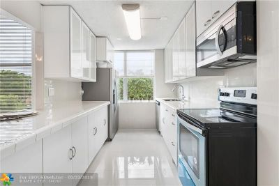 Lauderhill Condo/Townhouse For Sale: 3801 Environ Blvd #420
