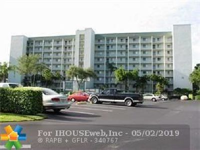 Pompano Beach Condo/Townhouse For Sale: 2240 N Cypress Bend Dr #404