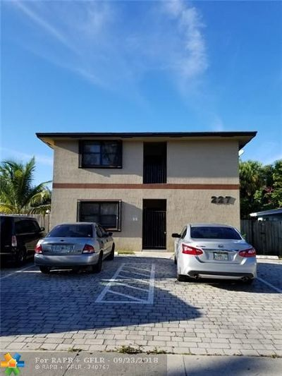 Pompano Beach Multi Family Home For Sale: 227 SW 2nd St