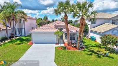 Boynton Beach Single Family Home For Sale: 7243 Chesapeake Cir