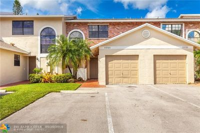 Pembroke Pines Condo/Townhouse For Sale: 10723 NW 11th St #10723