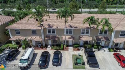 Pembroke Pines Condo/Townhouse For Sale: 752 SW 122 #752
