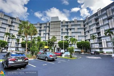 Aventura Condo/Townhouse For Sale: 20400 W Country Club Dr.apt 715 #715