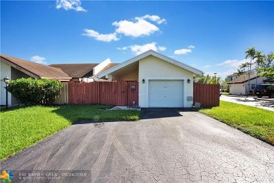 Lauderhill Condo/Townhouse For Sale: 5606 Lime Hill Rd #5606