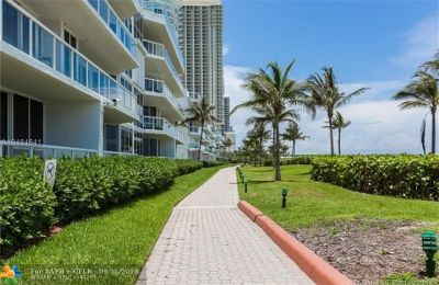 Sunny Isles Beach Condo/Townhouse For Sale: 16425 Collins Ave #1018