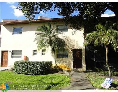 Margate Condo/Townhouse For Sale: 6607 Winfield Blvd #B-43