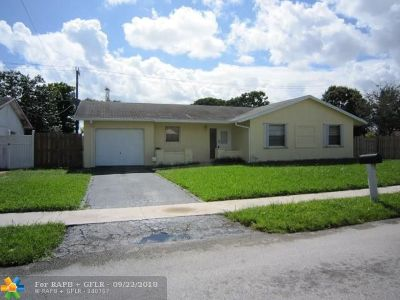 Lauderhill Single Family Home For Sale: 8360 NW 45th St