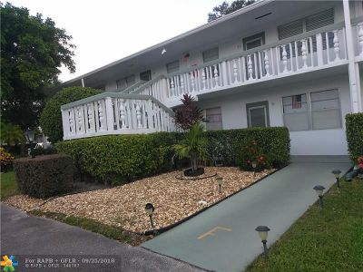 Deerfield Beach Condo/Townhouse For Sale: 100 Newport F #100