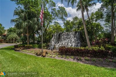 Weston Condo/Townhouse Backup Contract-Call LA: 16325 Golf Club Rd #106