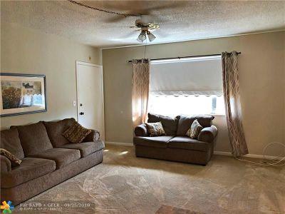 Pompano Beach FL Condo/Townhouse For Sale: $68,000