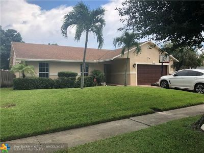 Lauderhill Single Family Home For Sale: 8251 NW 47th St