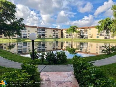 Tamarac Condo/Townhouse For Sale: 4960 E Sabal Palm Blvd #406