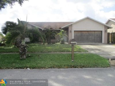 Lauderhill Single Family Home For Sale: 8400 NW 47th Place