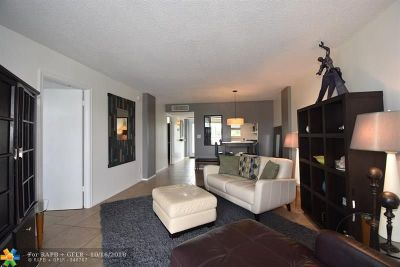 Oakland Park Condo/Townhouse For Sale: 108 Royal Park Dr #3B