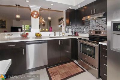 Margate Condo/Townhouse For Sale: 363 N Rock Island Rd #305