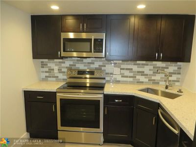 Condo/Townhouse For Sale: 1800 N Andrews Ave #2L