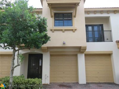 Coconut Creek Condo/Townhouse For Sale: 4704 Cypress St #4704