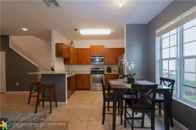 Condo/Townhouse Pending Sale: 155 SW 7th Ct #155