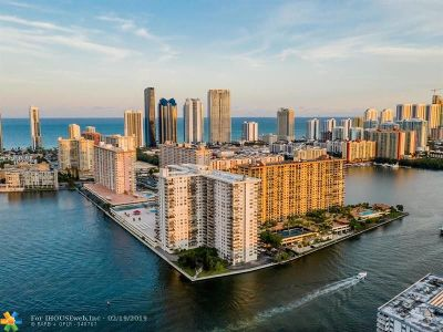 Sunny Isles Beach Condo/Townhouse For Sale: 301 174 St #1803