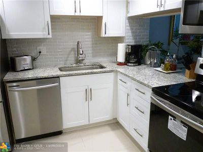 Boca Raton Condo/Townhouse For Sale: 9818 Marina Blvd #1221
