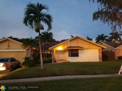 Lauderhill Single Family Home For Sale: 7131 NW 49th Ct