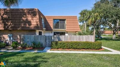 West Palm Beach Condo/Townhouse For Sale: 130 Heritage Way