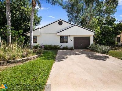 Boynton Beach Single Family Home For Sale: 26 Hawthorne Ln