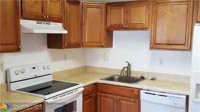 Boca Raton Condo/Townhouse For Sale: 9370 SW 8th St #315