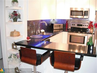 Fort Lauderdale Condo/Townhouse For Sale: 630 Tennis Club Dr #106