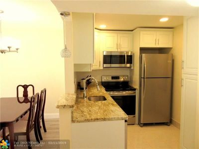 Lauderdale Lakes Condo/Townhouse For Sale: 2851 Somerset Drive #207