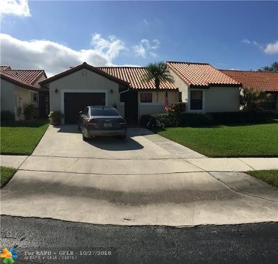 Deerfield Beach Single Family Home For Sale: 8 Capitol Ct