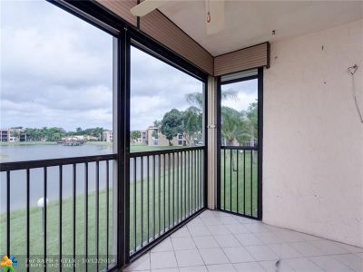 Margate Condo/Townhouse For Sale: 5724 Coral Lake Dr #212