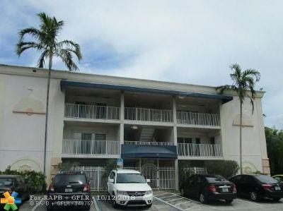 Pompano Beach FL Condo/Townhouse For Sale: $172,900