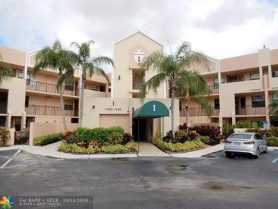 Tamarac Condo/Townhouse For Sale: 7646 Fairfax Dr #210