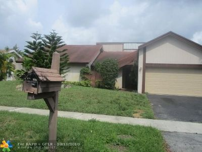 Lauderhill Single Family Home For Sale: 6801 NW 45th St