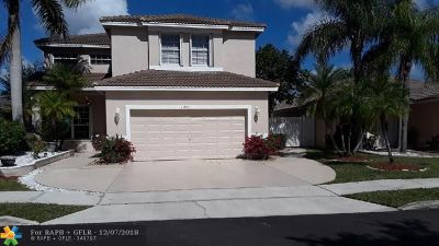 Pembroke Pines Single Family Home For Sale: 11861 SW 8th St