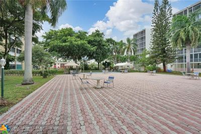 Hallandale Condo/Townhouse For Sale: 901 NE 14th Ave #102