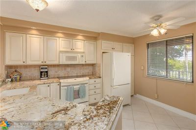 Pompano Beach Condo/Townhouse For Sale: 2238 N Cypress Bend Dr #405