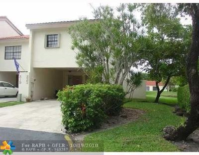 Deerfield Beach Condo/Townhouse For Sale: 223 NW 45th Ave #223
