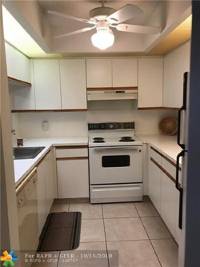 Pembroke Pines Condo/Townhouse For Sale: 1300 SW 125th Ave #404K